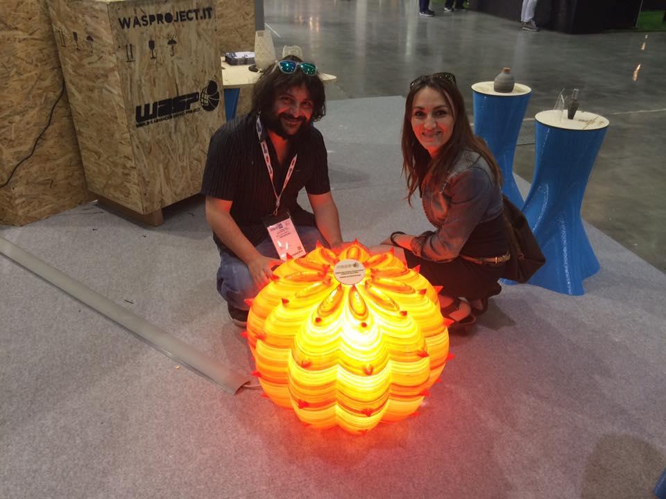 sergio pinto di geofelix e serena fanara design e illuminazione alla fiera 3d technology hub